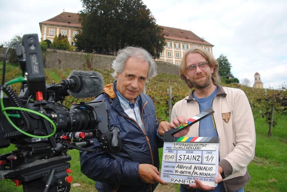 Das Filmteam: Produzent & Regisseur Alfred Ninaus & Ko-Regisseur u. Drehbuchautor Fritz Aigner (vor dem Weingarten Schloss Stainz)